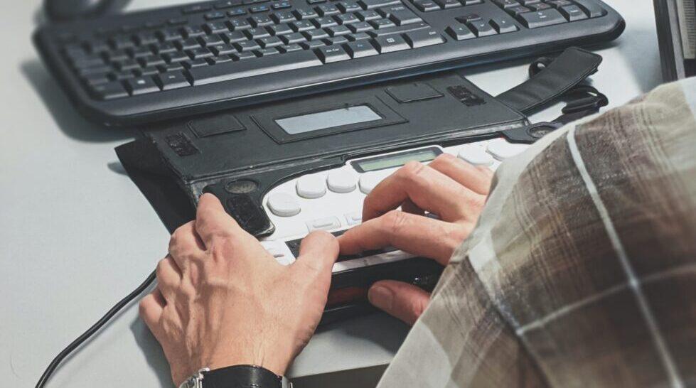 Pesquisa mapeia acessibilidade para cegos em veículos de comunicação